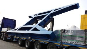LKW Schwertransport Metallelement